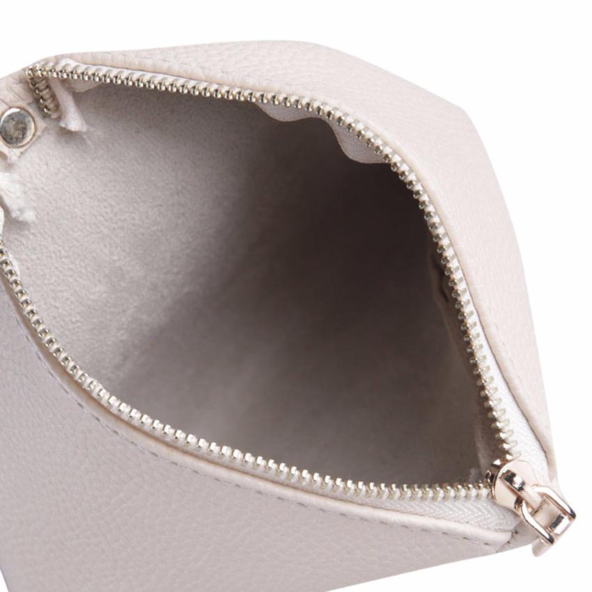 Marlow Jean Clutch Diamond Bentuk Segitiga Aksesoris Tassel   Clutch Cantik  Unik Tas . dbe15788ad