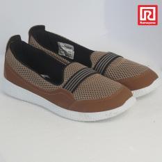 Ramayana - World Star - Sepatu Casual Slip-On Wanita Kanvas Motif Polos – World Star 07970471 (36)