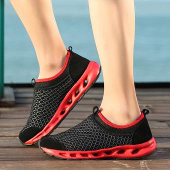 Sepatu mencakup sepatu kaki jala sepatu, sepatu kasual, sepatu olahraga (Hitam dan merah)