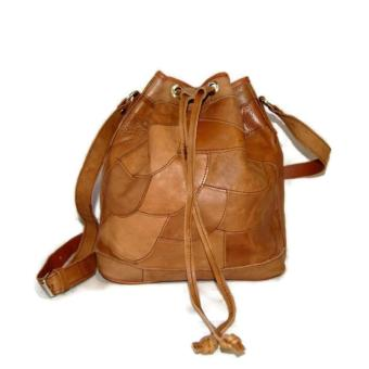 Dark Brown Leather Cokelat Tua Source Vee Tas Selempang Serut Wanita Fashion Biru .
