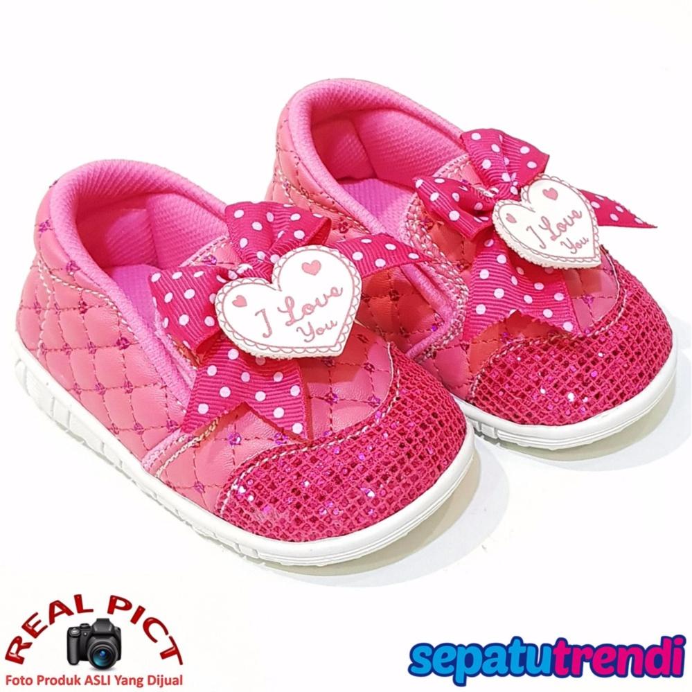 TrendiShoes Sepatu Bunyi Slip On Anak Bayi Perempuan Pita Love 031ILU -  Fuchsia . 96e64e6d29