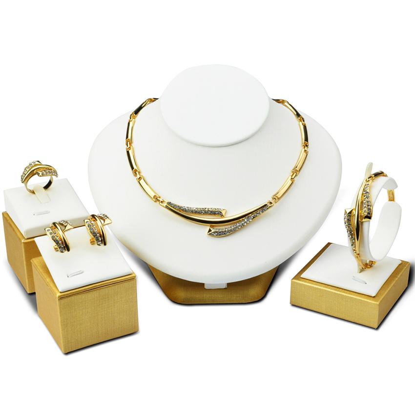 Set Perhiasan Pernikahan Cincin Kalung Gelang Anting-Anting Berlian Mengukir Empat Potong .